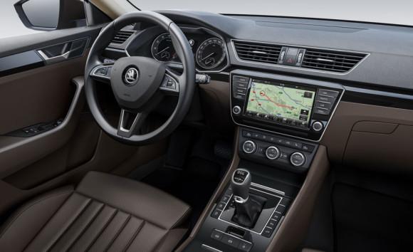 Škoda Superb 2015 unutrašnjost