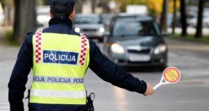 Policija zaustavlja