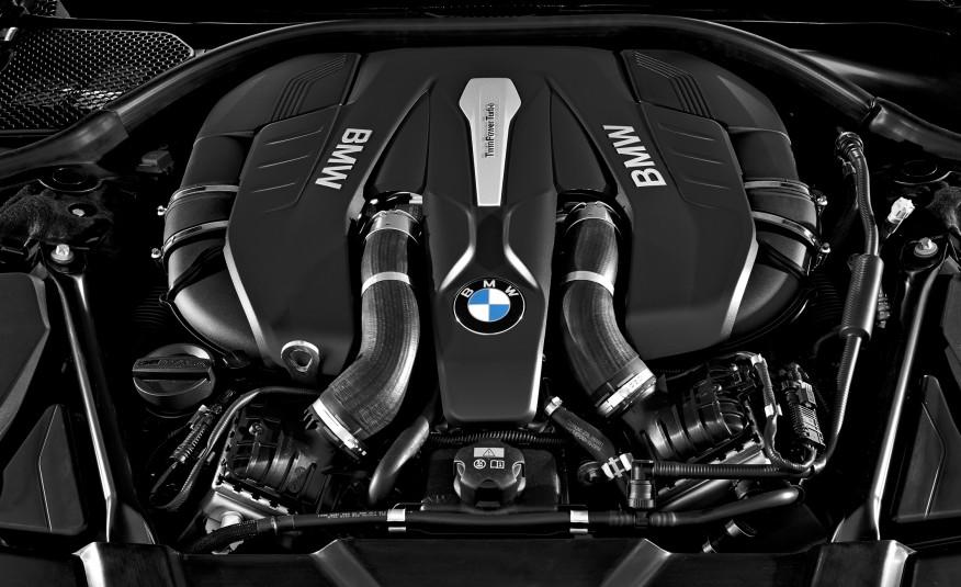 2016-BMW-750Li-xDrive-135-876x535
