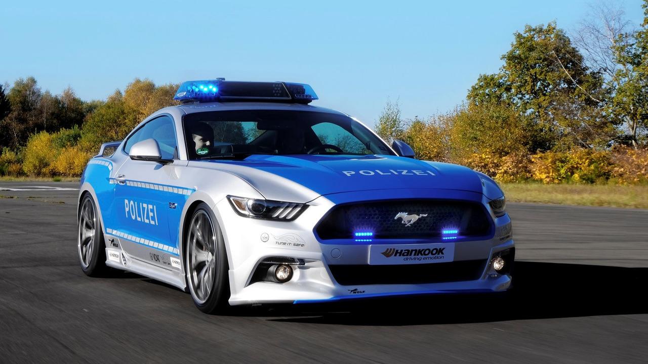 ford mustang policija