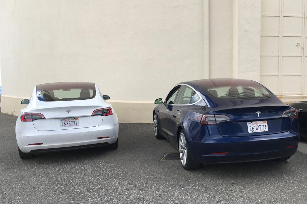 Tesla Model 3 autonomija