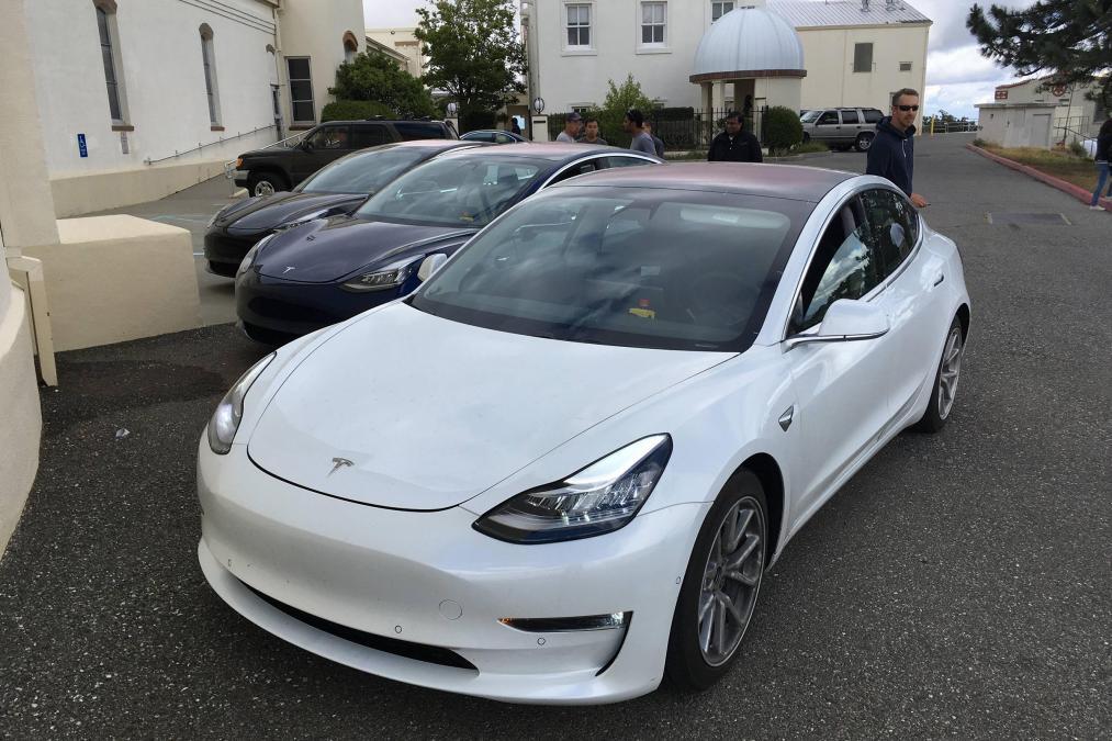 Tesla Model 3 hr