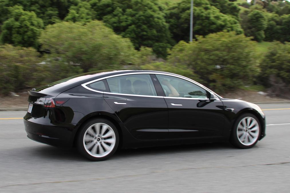 Tesla Model 3 narudžba