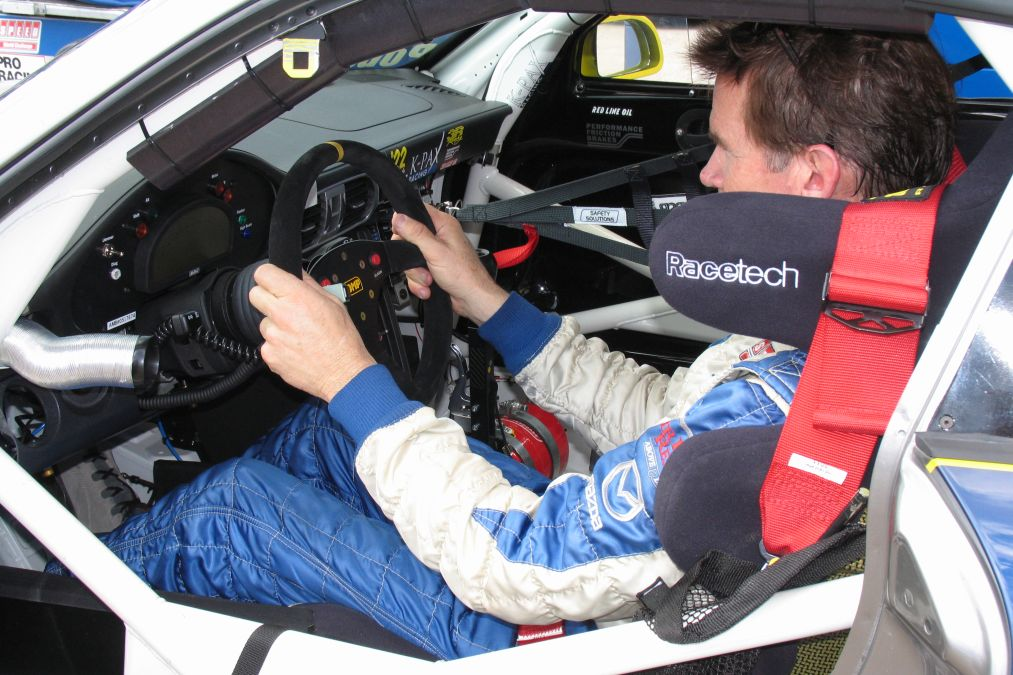 položaj sjedenja u trkaćem automobilu
